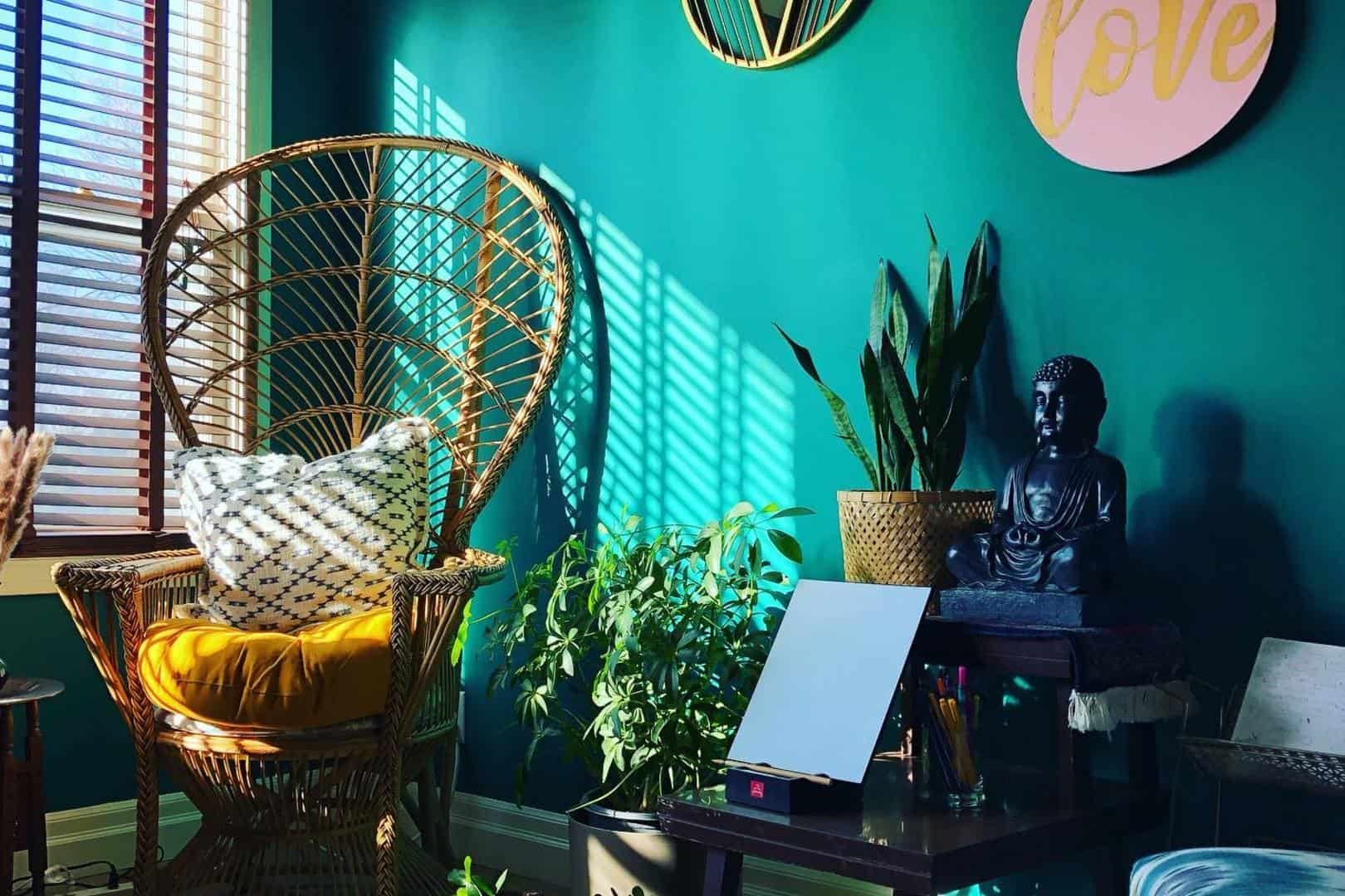 Rattan chair and calm atmosphere in Floating Therapy